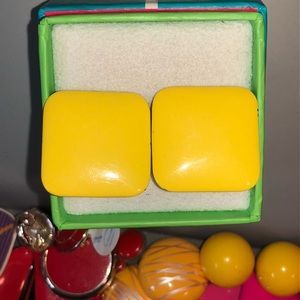 🔴2/$10 Vintage Square Yellow Enamel Clips